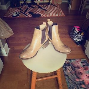 Cute Boot Shoes w elastic sides, brown, size 8